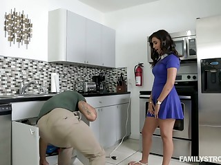 Awesome hottie Penelope White goes wild on a hard cock and gets facial