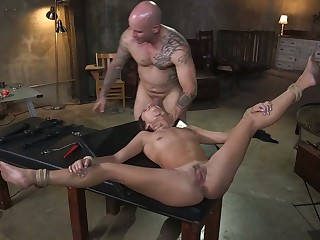 Spreading legs wide Isabella Nice feels amazing about good bondage and fuck