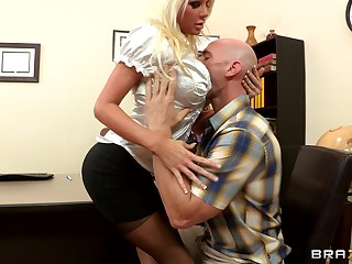 Sex out of reach of put emphasize office committee with blonde boss Holly Fee in stockings