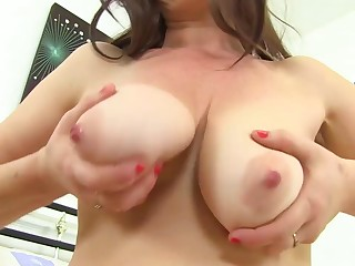 Mature brunette took off her raiment and panties and showed her Victorian pussy upon the camera