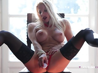 A wonderful display with be transferred to cougar deep drilling her vag with toys