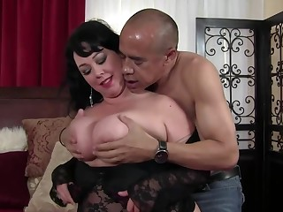 Grown up brunette in Cyclopean gut is getting her daily dose be incumbent on fuck from a black man