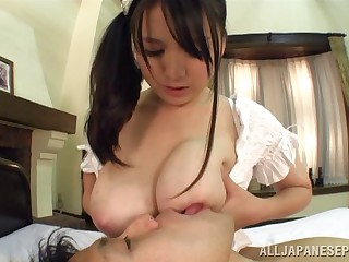 Amateur Asian wed Anna Natsuki knows how to pleasure her man