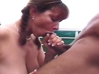Outdoor amateur couple share cumshot
