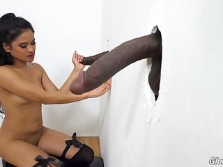 Filipina babe Violet Rae taking so authoritatively cock and she loves glory holes