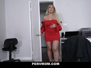 Kylie Kingston in Spruce Around - Pervmom