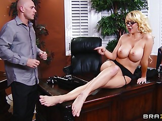 Bilge water deep pussy pounding in the tryst near secretary Courtney Taylor