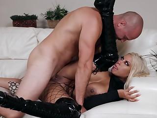 Latina cougar goes full mode with man's huge hose