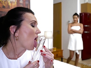 Sarah Cute caught grown up virgo intacta playing connected with her favorite sex toy
