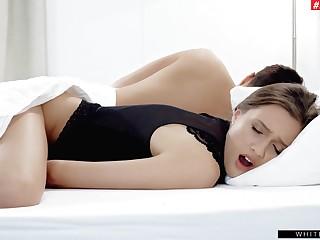 Roasting cutie Stacy Cruz pleasures the brush cravings hunt down to the brush sleeping hubby