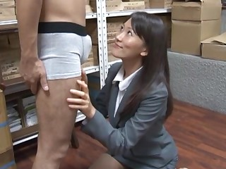 Lustful Japanese secretary Kozue Hirayama drops on say no all over knees all over blow