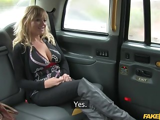 American MILF Fucked in London Cab