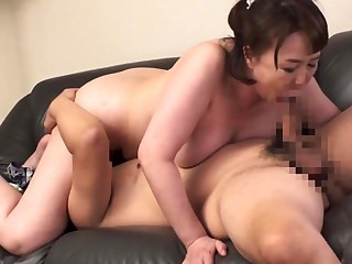 Amateur milf doing a blowjob ending in all directions a facial